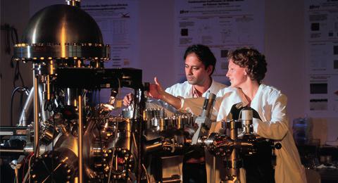 Röntgenphotoemissionsanlage (XPS = x-ray photoelectron spectroscopy)
